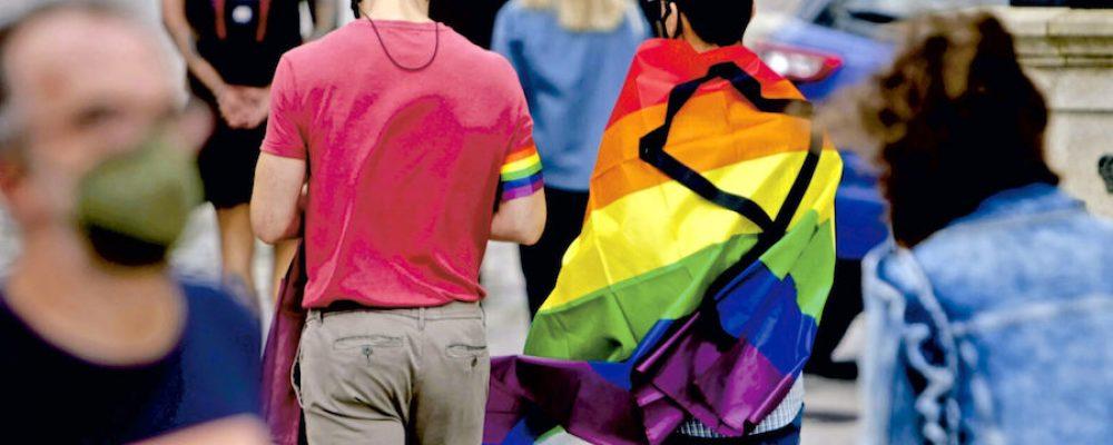 Ser gay no se cura, se acompaña. Por primera vez la Santa Sede desautoriza terapias de conversión.